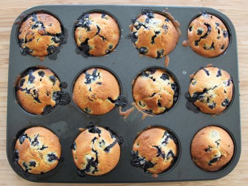 Blueberry Muffins Thermomix Rezept a la Martha Stewart. Habe ich aus Marthas klassischem Baking Handbook genommen und für den Thermomix umgeschrieben. Das komplette Rezept plus Anleitung findet ihr in meinem Blog: https://www.meinesvenja.de/wp/2012/01/30/blueberry-muffins/
