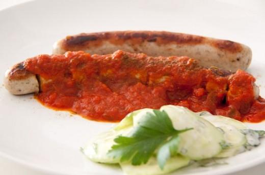 """Currywurst Sauce Rezept - original aus der Sansibar. Aus dem Kochbuch """"Pirates Cooking"""". Genau die richtige Mischung aus fruchtig und scharf. Für das komplette Rezept darf ich Dich einmal auf meinen Blog rüberbitten: https://www.meinesvenja.de/wp/2013/01/18/currywurst-mit-sansibar-currysauce/"""