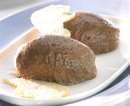 """Das Schokomousse Thermomix Rezept aus meinem Kochbuch """"Einfach lecker"""", dass ich mit Vorwerk zusammen gemacht habe. Grandios cremig, es gibt auch eine Variante mit leichtem Ingwergeschmack, falls ihr was Besonderes wollt. Das komplette Rezept gibt es hier: https://www.meinesvenja.de/wp/2013/03/27/schokomousse-mit-ingwer/"""
