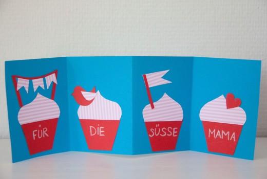 Muttertagskarte mit Muffins - weil eure Mutter die süßeste Mami überhaupt ist. Wenn ihr eure Muttertagskarte basteln wollt, findet ihr weitere Ideen auf https://www.meinesvenja.de/wp/2014/05/04/muttertagskarte-basteln/