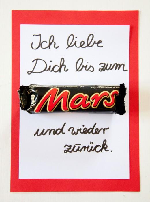 Muttertagskarte. Mothers day card. Muttertagsgeschenke basteln leicht gemacht. Ihr braucht nur ein Mars und ein bisschen Papier. Mehr Ideen auf https://www.meinesvenja.de/wp/2014/05/04/muttertagskarte-basteln/