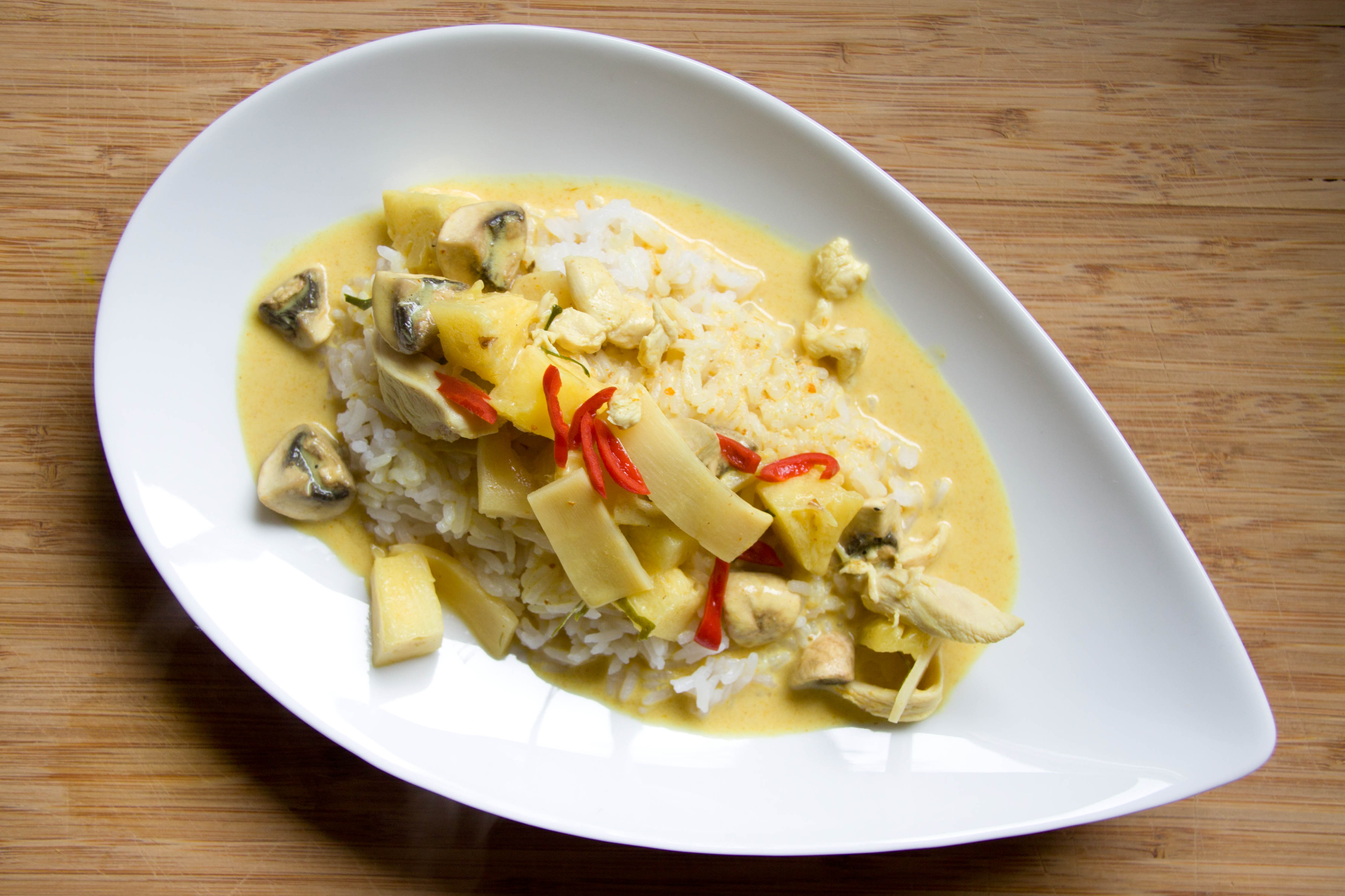 Curry Rezept wie aus dem Thai Restaurant von www.meinesvenja.de - mit Fotos der thailändischen Zutaten, damit man weiß, was man kaufen muss!