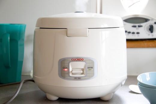 Mein heißgeliebter Reiskocher - auch auf Empfehlung des reizenden Mitarbeiters aus dem Asialaden.