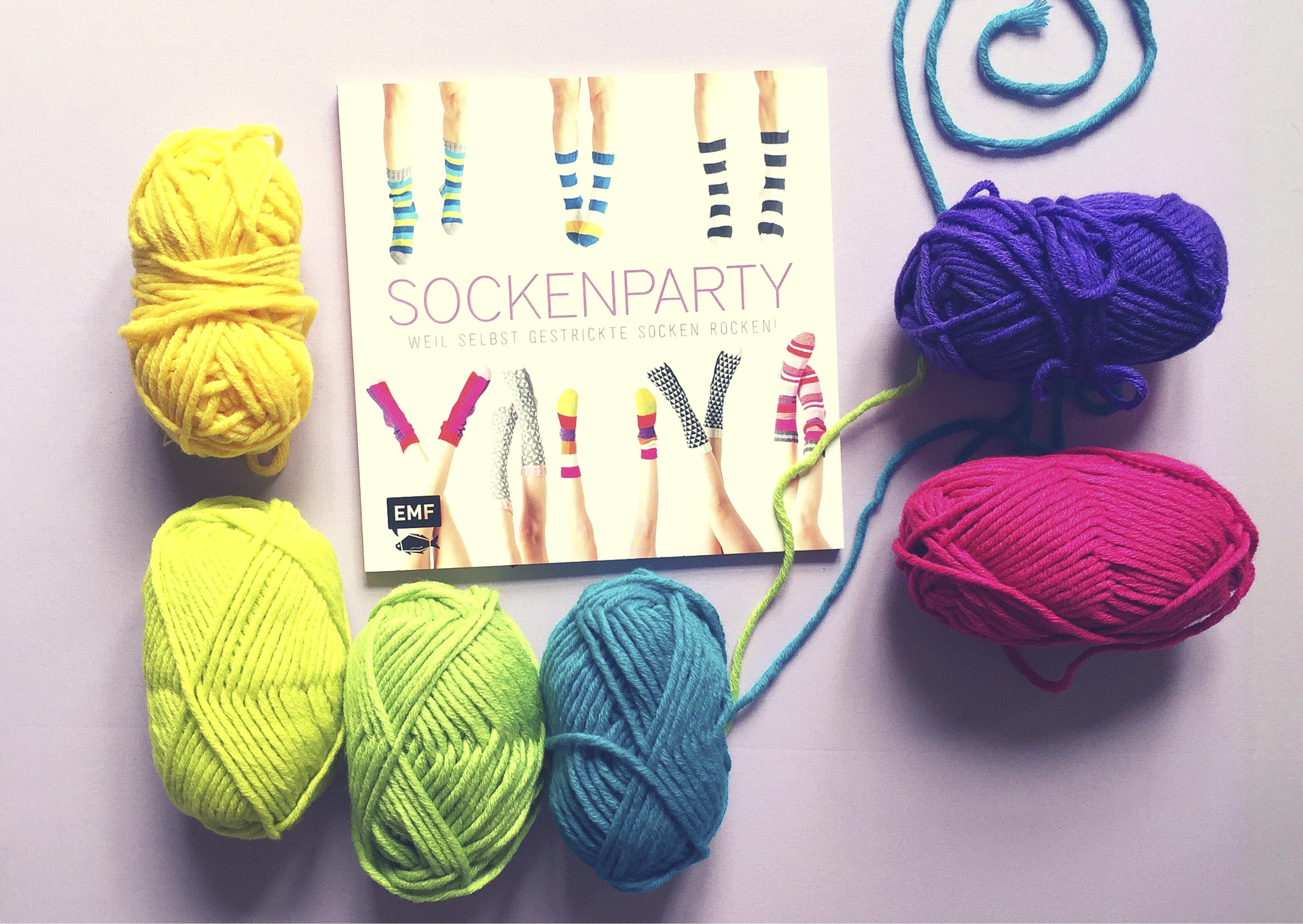 """""""Sockenparty"""" von Edition Michael Fischer - auf Pinterest unter https://www.pinterest.com/EMF_Verlag/"""