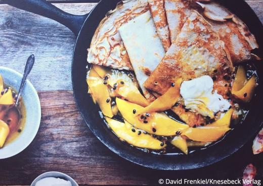 Einfache vegetarische Rezepte Buch: Die grüne Küche auf Reisen Knesebeck Verlag Buchweizen Crepes mit Passionsfrucht Mango Sirup www.meinesvenja.de