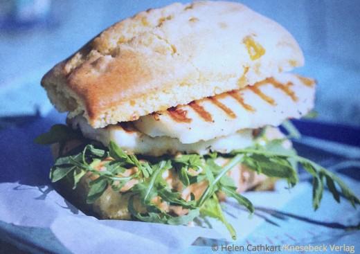 Rezepte für jeden Tag Buch Cafe Schwesterherz Knesebeck Verlag Maissandwiches mit Halloumi und Chipotle Mayonnaise www.meinesvenja.de