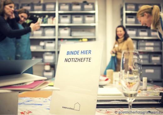 Basteln für Erwachsene Kinderkunsthaus München Blogger Event Foto göttlicher fotografieren Notizhefte selber binden www.meinesvenja.de
