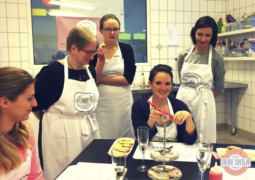 Plätzchen verzieren Mein Keksdesign München Inhaberin Stephanie Juliette Rinner mit Gruppe www.meinesvenja.de