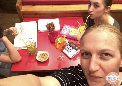 Familienurlaub Österreich Familotel Amiamo Kinder Cocktail Bücher lesen www.meinesvenja.de