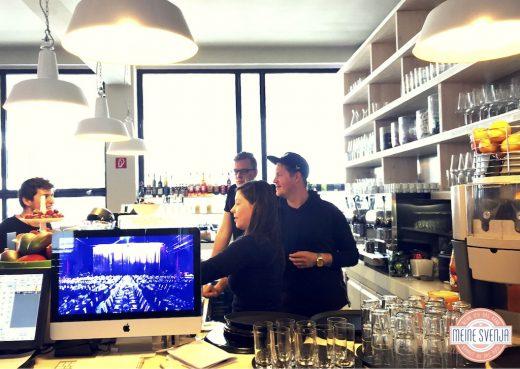 Brunchen in München bei Stromberg Bar Theke mit Saft www.meinesvenja.de