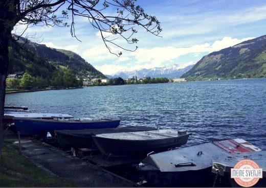 Familienurlaub Österreich Familotel Amiamo Berge Himmel Baum Zeller See Boote www.meinesvenja.de