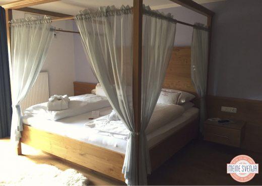 Familienurlaub Österreich Familotel Amiamo Zimmer mit Himmelbett www.meinesvenja.de