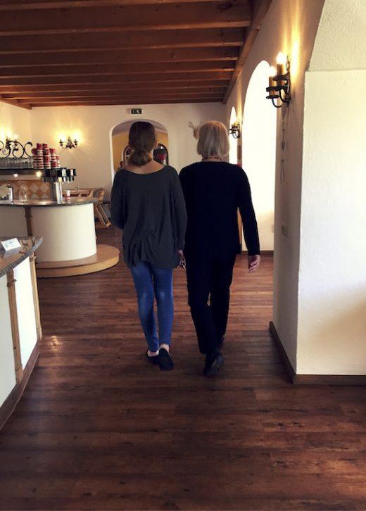 Familienurlaub Österreich Familotel Amiamo Oma und Enkelin Drei Generationen www.meinesvenja.de