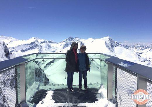 Familienurlaub Österreich Familotel Amiamo Panorama Gletscher Kinder klarer Himmel www.meinesvenja.de