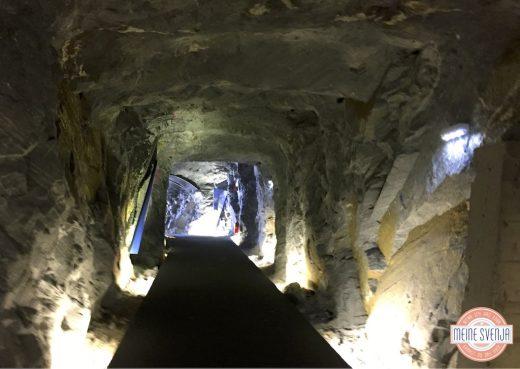 Familienurlaub Österreich Familotel Amiamo Berg Tunnel Lichtstimmung www.meinesvenja.de