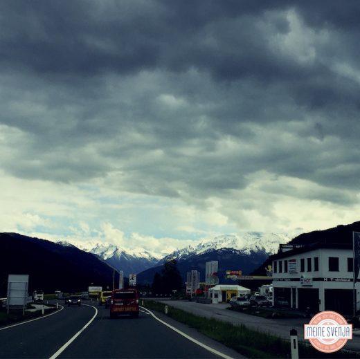 Familienurlaub Österreich Familotel Amiamo Fahrt von München auf Berge zu www.meinesvenja.de