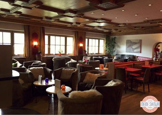 Familienurlaub Österreich Familotel Amiamo Restaurant Bar gemütliche Stimmung Tag www.meinesvenja.de