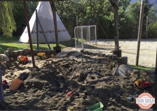 überdachter Sandkasten auf dem Spielplatz im Sonnwies Familienhotel Südtirol